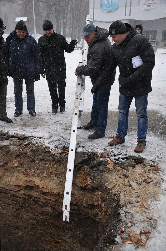 У Рівненському парку знайшли підземні ходи (фото)