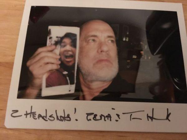 Том Хенкс допоміг дівчині виграти парі, надіславши їй своє фото