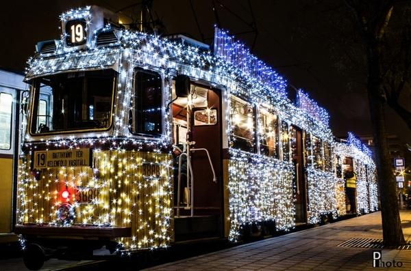 Трамвай, який світиться (фото)