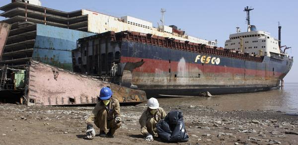 Куди потрапляють гігантські кораблі після смерті? (фото)