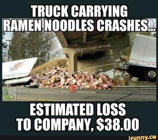 Незвичайний вміст перекинутих вантажівок