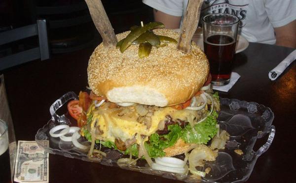 10 гігантських страв - за рахунок закладу (фото)