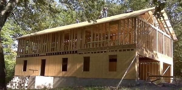 У США мати чотирьох дітей побудувала будинок по уроках з YouTube