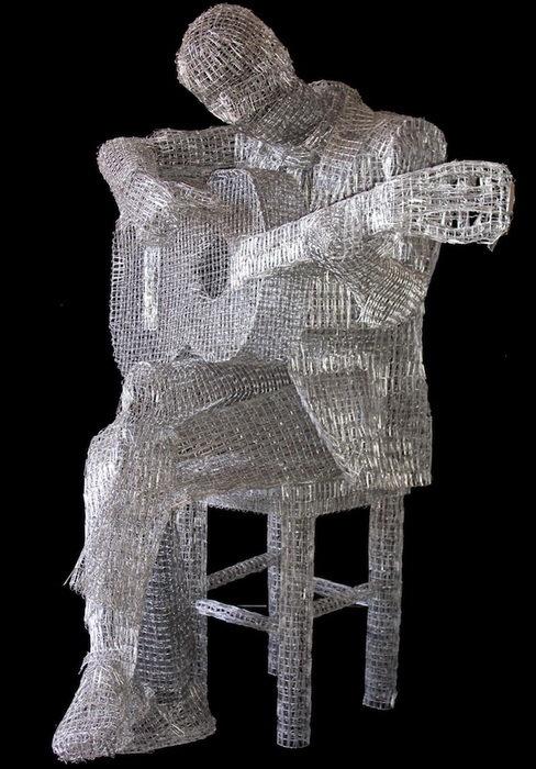 Скульптури зі скріпок (фото)