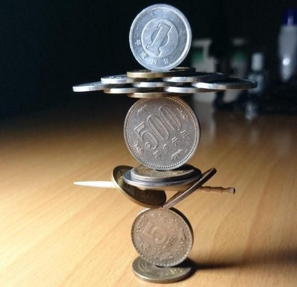 Японець створює конструкції з монет (фото)