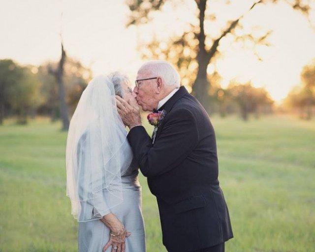 Ця пара чекала 70 років, щоб зробити весільну фотосесію