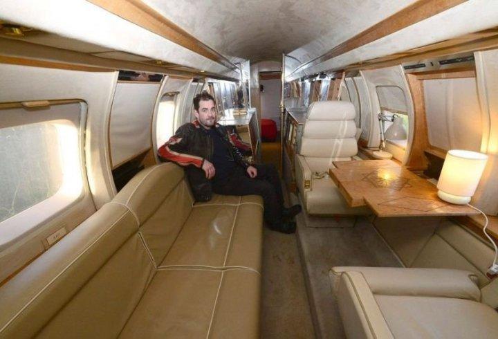 Ентузіасти перетворили списаний літак в круте заміське житло (фото)