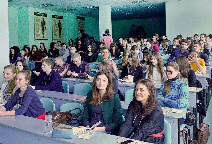 Весняна дебатна школа: навчимо говорити публічно
