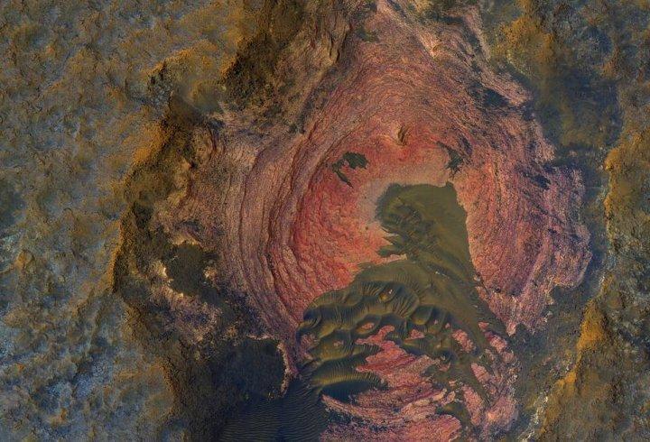 НАСА виклали знімок Марса, який дозволяє побачити корінні породи планети