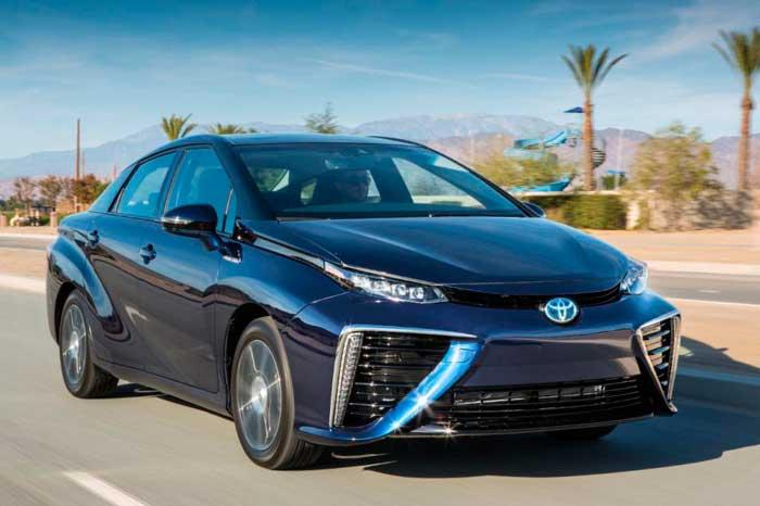 Компанія Toyota розробила автомобіль з водневим двигуном (відео)