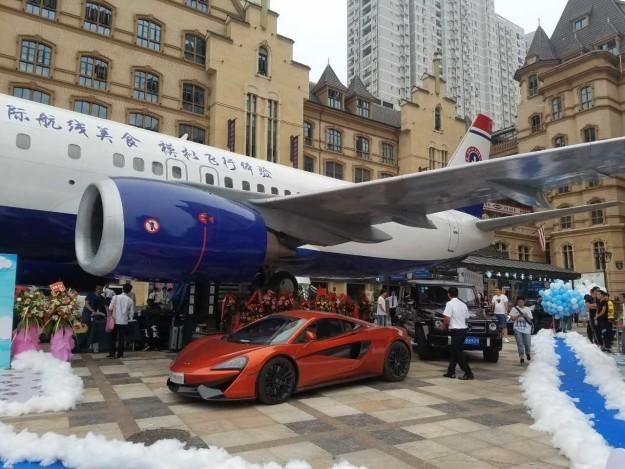 Китаєць відкрив ресторан всередині літака (фото)