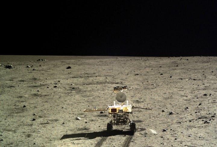 Вперше зроблені кольорові фотографії поверхні Місяця (фото)