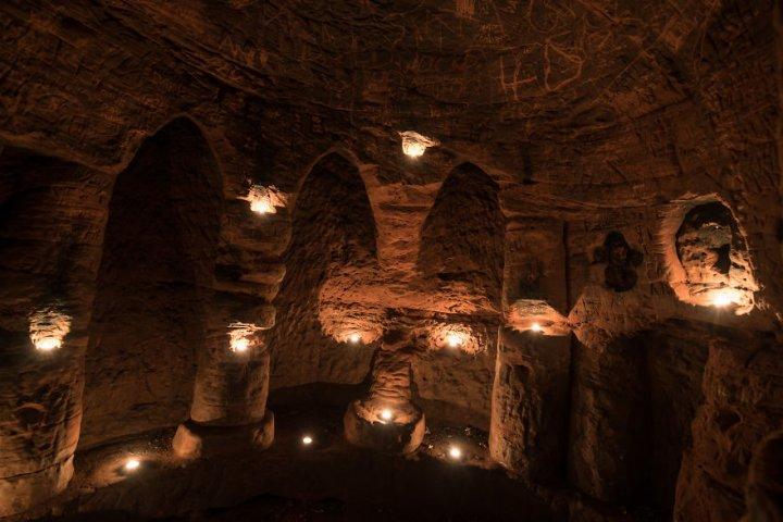 Кроляча нора виявилася входом в покинуту 700-річну печеру тамплієрів (фото, відео)