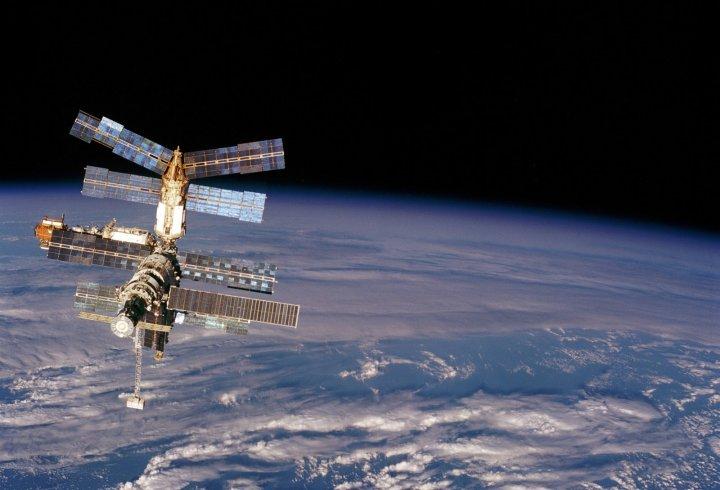 Де насправді літає МКС?