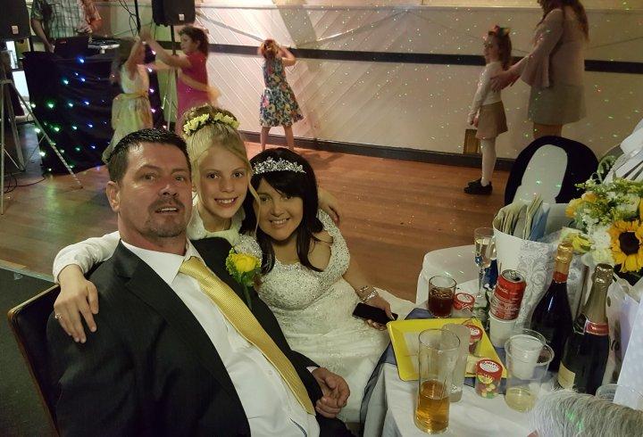 Закохані, яким залишилося жити кілька тижнів, зіграли весілля своєї мрії