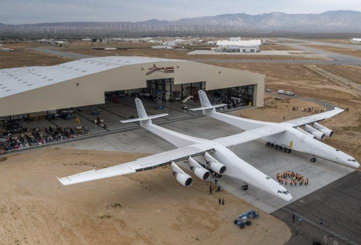 Двокорпусний літак від Stratolaunch Systems (фото)