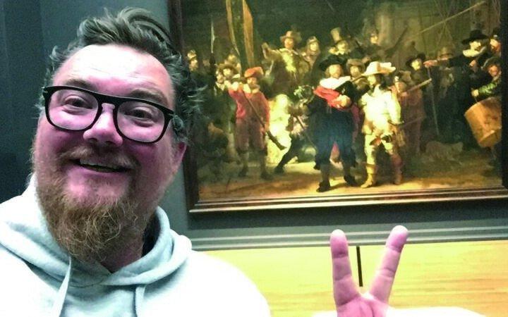 Відвідувачу музею в Амстердамі дозволили переночувати перед картиною Рембрандта (фото, відео)