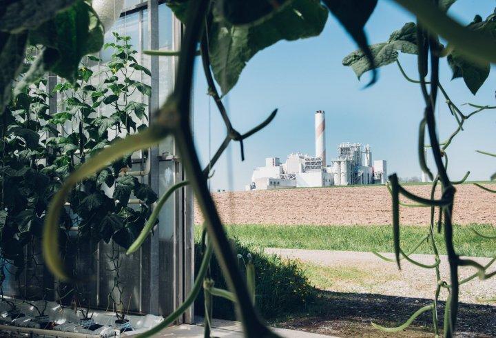 У Швейцарії запрацював завод з вилучення вуглекислого газу з повітря (фото, відео)