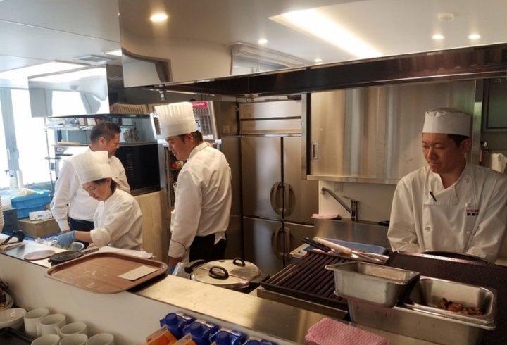 Ресторан з випадковими стравами (фото)