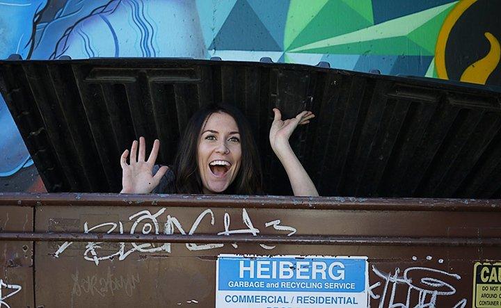 Американка їла зі смітника, щоб подорожувати (фото)