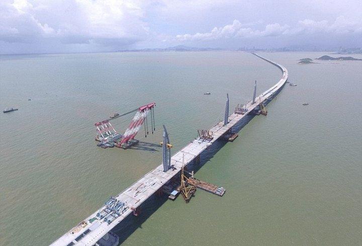 У Китаї завершується будівництво найдовшого в світі мосту через море (фото)