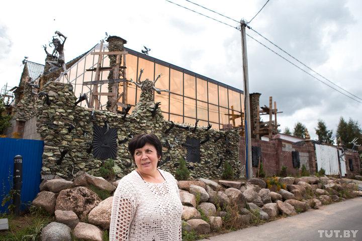 Мінський бізнесмен побудував дім, поруч з яким бояться жити сусіди (фото)