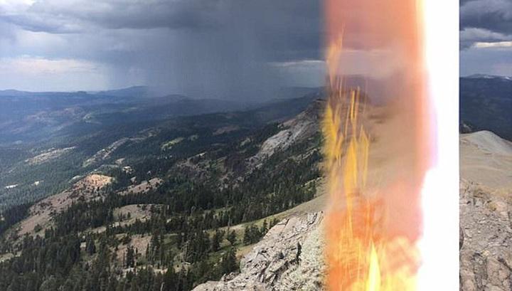 Турист сфотографував блискавку, яка влучила в нього