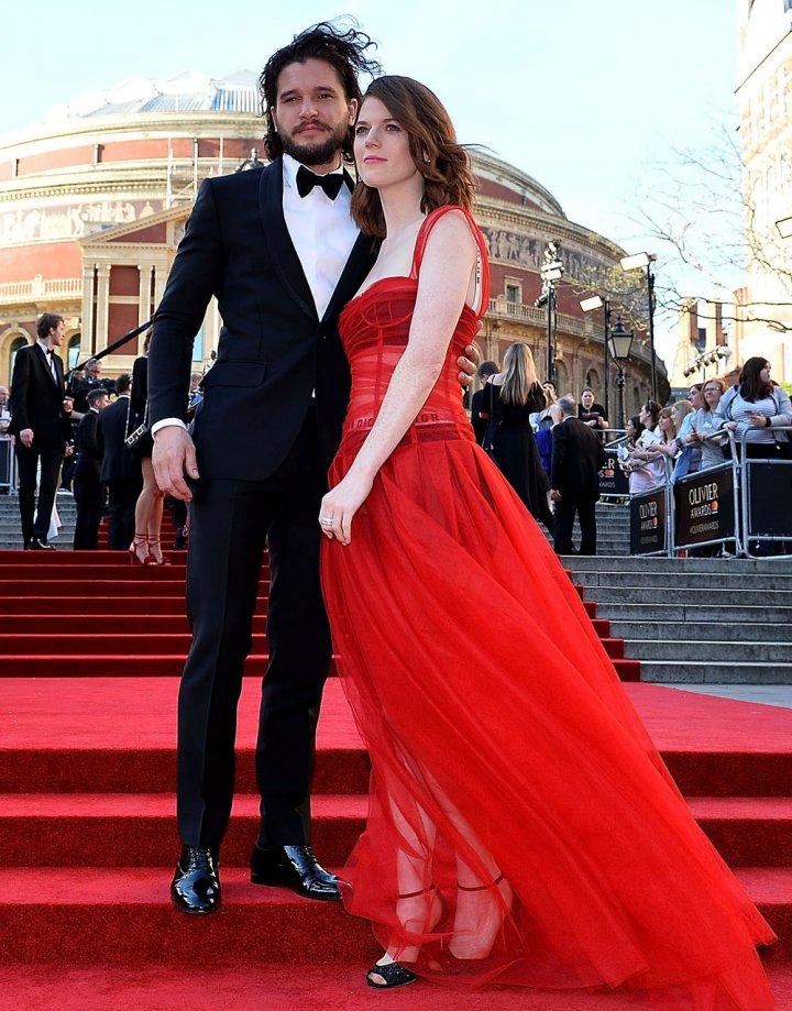 Джон Сноу одружується зі «здичавілою» (фото)