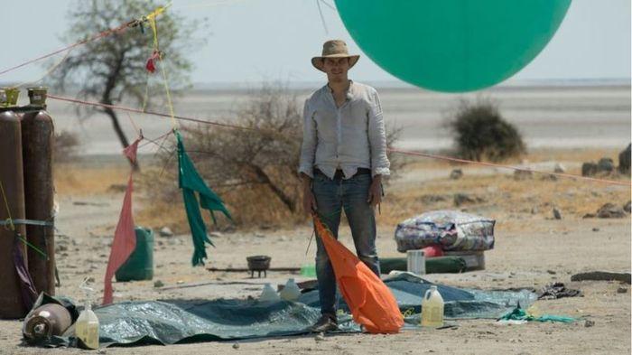 Мандрівник пролетів 25 км на повітряних кульках (фото, відео)