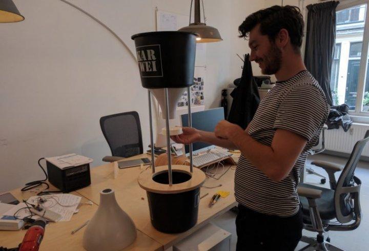 Голландських ворон навчили підбирати недопалки
