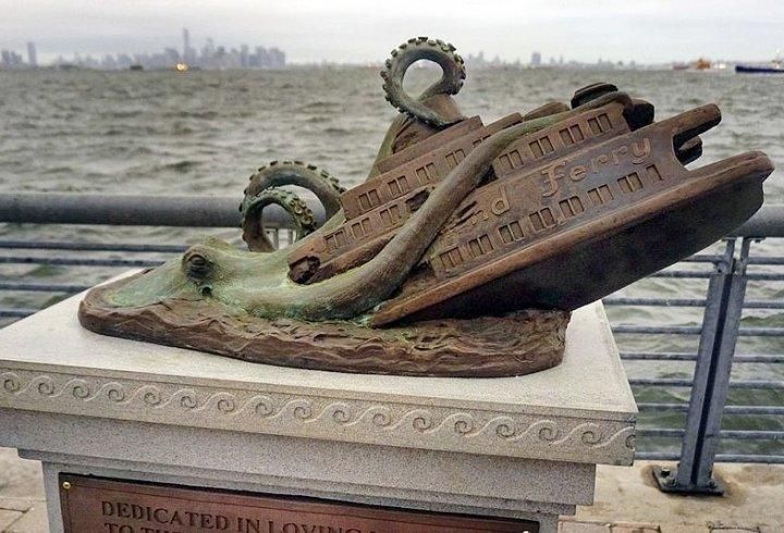 Пам'ятники про події, яких ніколи не було (фото)