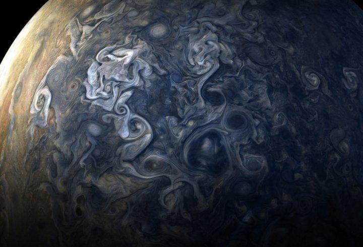 «Juno» передав детальні знімки хмар Юпітера (фото)
