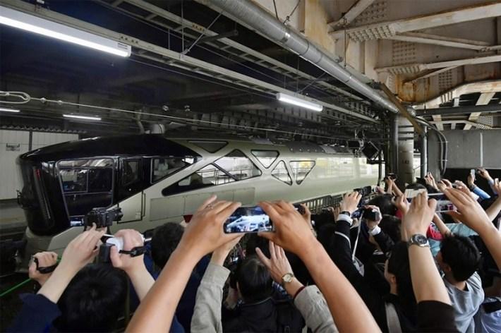 Японці запустили поїзд для багатих (фото)