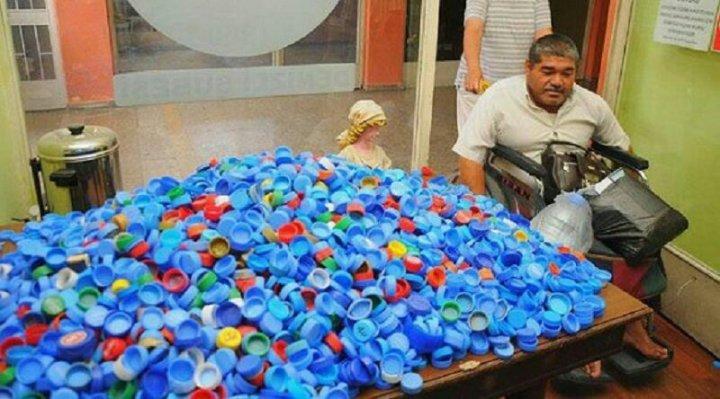 Пластикові кришечки і допомога людям (фото)