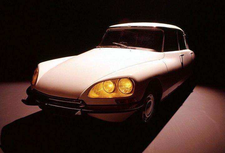 Незвичайні фари в історії автомобілебудування (фото)