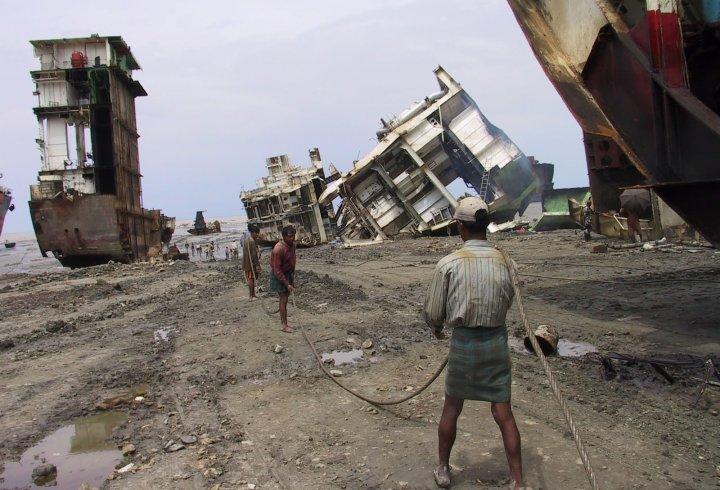 Читтагонг - місто, де закінчують свій шлях кораблі (фото)
