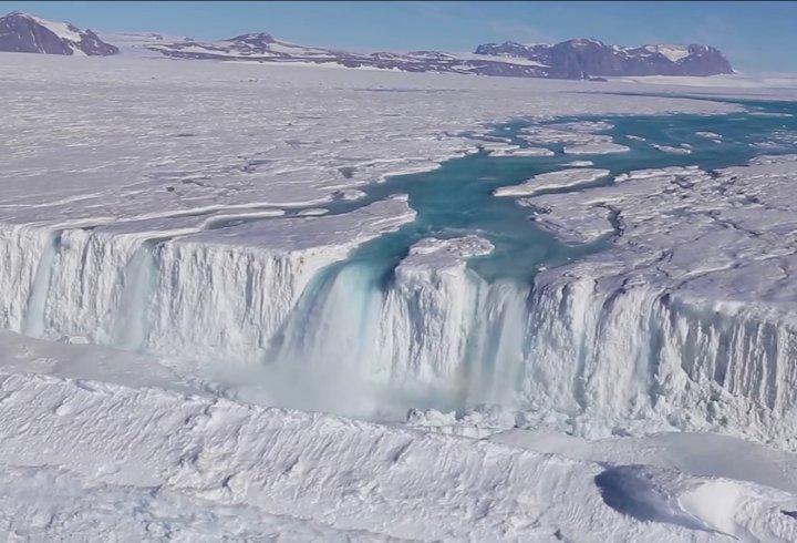 Чому в Антарктиді існують водоспади (відео)