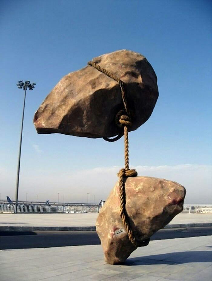Скульптури, на які не діє сила тяжіння (фото)