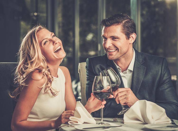 Секс за столом, або Я милуюся розумними чоловіками