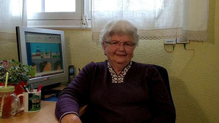 Бабуся малює чудові картини в Paint (фото)