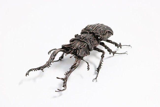 Художник робить неймовірні скульптури з мідного і латунного дроту (фото)