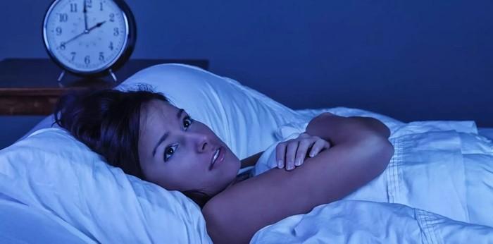 Чому ми прокидаємося до дзвінка будильника?