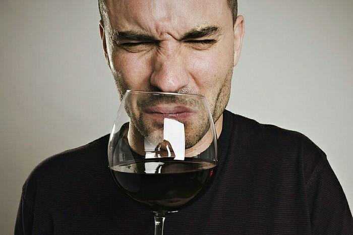 Для чого сомельє дає куштувати вино в ресторані?