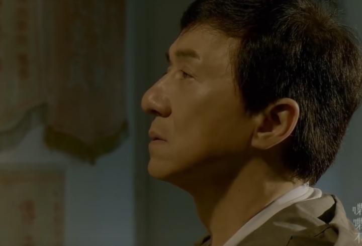 Джекі Чан заспівав душевну пісню про життя і друзів, яких вже немає (відео)