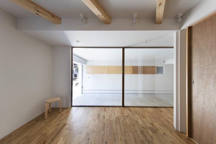 Японський житловий будинок «під градусом» (фото)