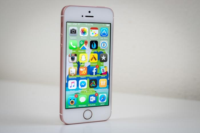 Як самотужки зібрати iPhone SE по запчастинах і зекономити (фото)