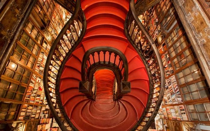 Книжковий магазин Livraria Lello, Порту (фото)