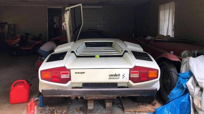 Внук знайшов в гаражі бабусі ексклюзивний Lamborghini Countach