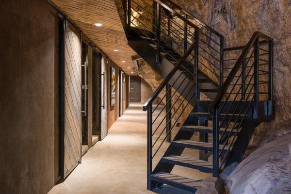 Будинок в печері за 3 млн. доларів (фото)
