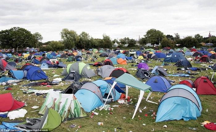 Наслідки 3-денного фестивалю в Редінгу, Англія (фото)